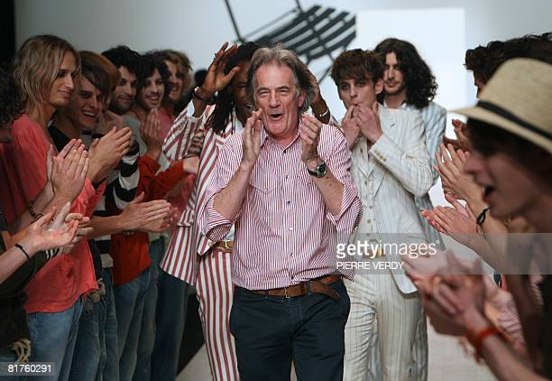 The audience applauds British designer Sir Paul Smith after the presentation of his creations for the 'Paul Smith' house during the 2009 men's...