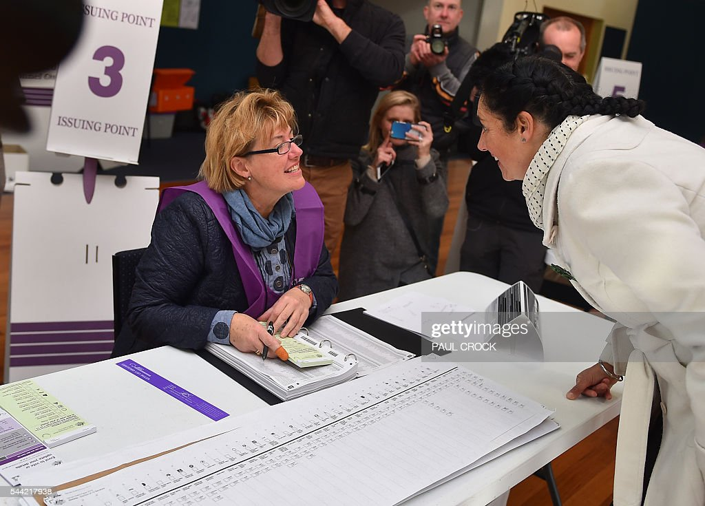 The Australian Greens Party candidate for the 'safe' Labor seat of Batman Alex Bhathal prepares to cast her vote in the Australian Federal Election in Melbourne on July 2, 2016. Australia is voting in a general election which is expected to be a close race between the ruling Liberal-National coalition and the opposition Labor Party. / AFP / Paul Crock