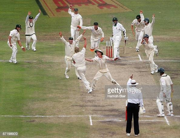 The Australian team celebrate as Shane Warne of Australia claims the final wicket of Makahaya Ntini of South Africa to win the game during day five...