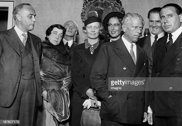The Austrian director Max Reinhardt at a rehearsal for the play 'Hope' in the 'Theater in der Josefstadt' With Anton Edthofer Johanna TerwinMoissi...