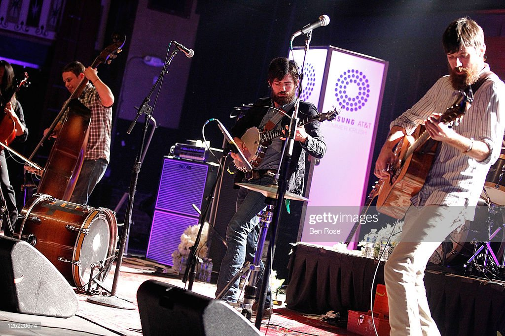 <a gi-track='captionPersonalityLinkClicked' href=/galleries/search?phrase=The+Avett+Brothers&family=editorial&specificpeople=4270503 ng-click='$event.stopPropagation()'>The Avett Brothers</a> perform during the Samsung AT&T Summer Krush 2011 concert series featuring <a gi-track='captionPersonalityLinkClicked' href=/galleries/search?phrase=The+Avett+Brothers&family=editorial&specificpeople=4270503 ng-click='$event.stopPropagation()'>The Avett Brothers</a> at The Tabernacle on September 9, 2011 in Atlanta, Georgia.