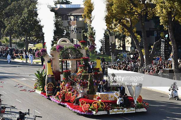The Bachelor float with Chris Soules participates in the 126th Annual Tournament of Roses Parade presented by Honda on January 1 2015 in Pasadena...