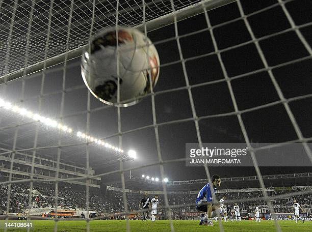 The ball is seen reaching the net after Brazil's Vasco da Gama midfielder Nilton shot to score against Argentina's Lanus during their Copa...