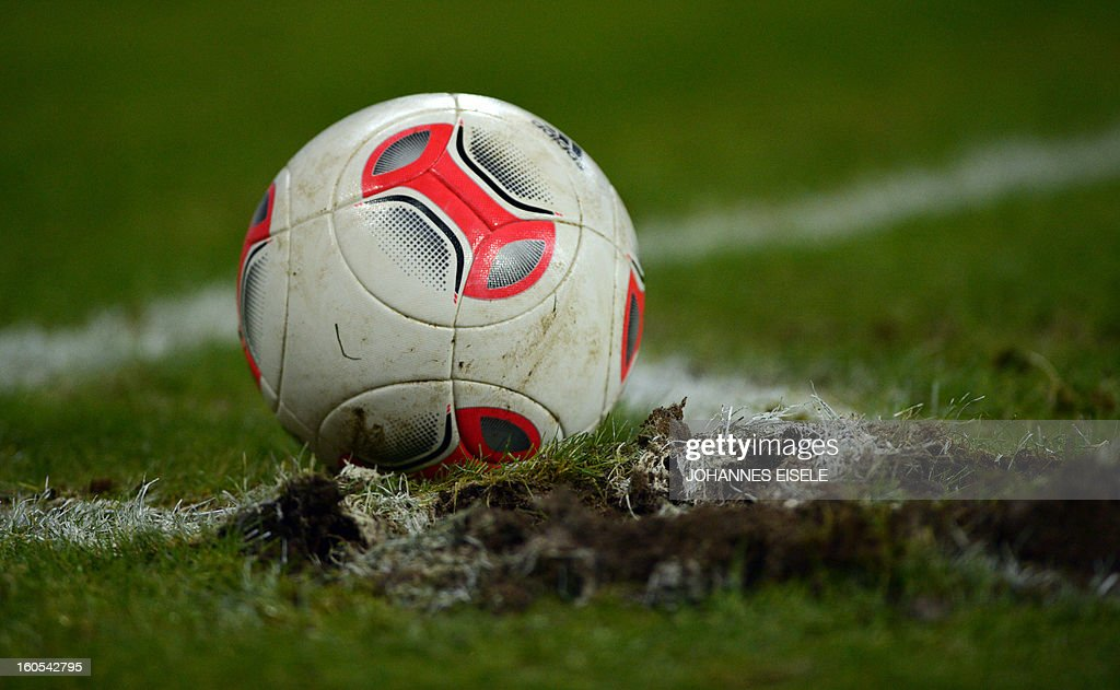 The ball lies on a damaged part of the pitch during the German first division Bundesliga football match Hamburg SV vs Eintracht Frankfurt in Hamburg, northern Germany on February 2, 2013. AFP PHOTO / JOHANNES EISELE