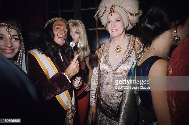 The Ball Of Baron Alexis De Rede In Paris Paris 5 décembre 1969 Sur l'Ile SaintLouis à l'Hôtel LAMBERT lors du 'Bal Oriental ' donné par le Baron...