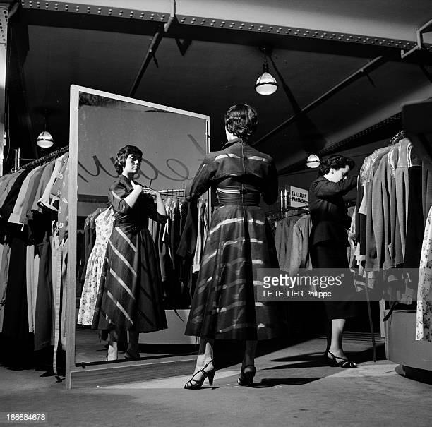 The Ball Of The Fiances En juin 1955 en France une jeune femme choisit une robe devant un miroir dans un magasin avant de se rendre à un bal populaire