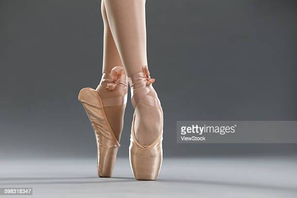 The ballet dancers are dancing.