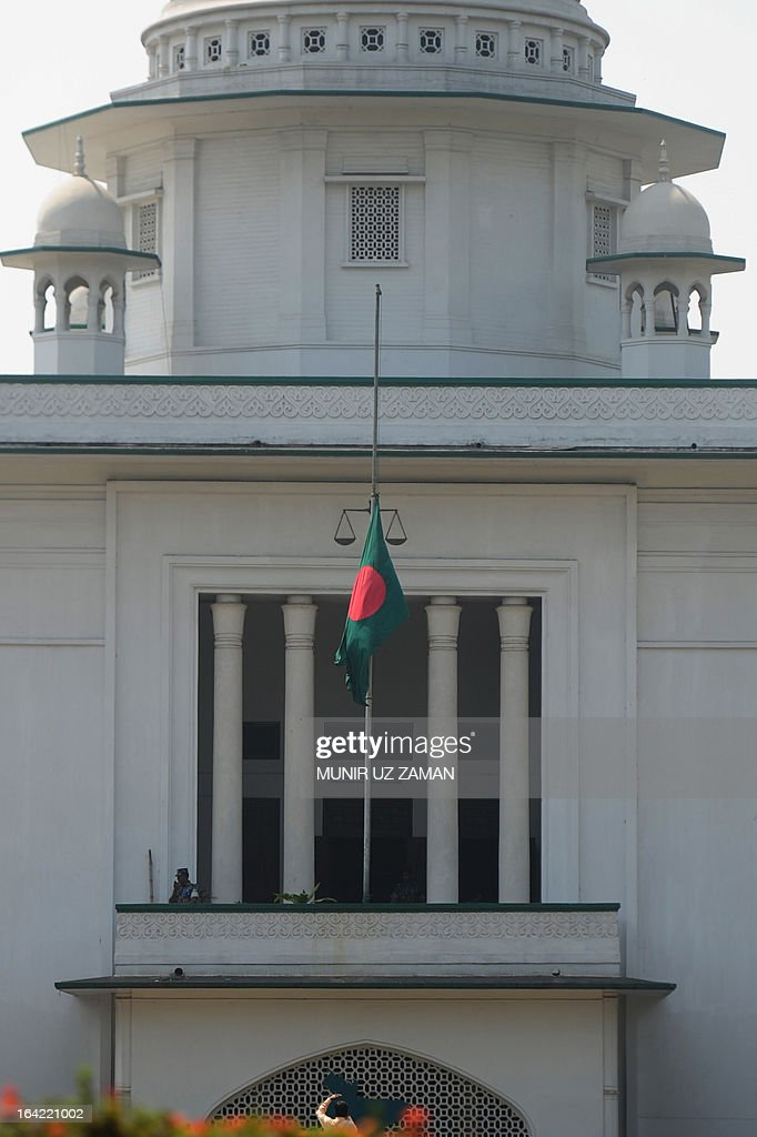 The Bangladeshi national flag is seen flown at half mast outside the High Court Building in mourning for President Zillur Rahman in Dhaka on March 21, 2013. Flags are flown half mast in Bangladesh March 21 as the country mourns its president Zillur Rahman after he died of old age complications at a hospital in Singapore on March 20. AFP PHOTO/Munir uz ZAMAN
