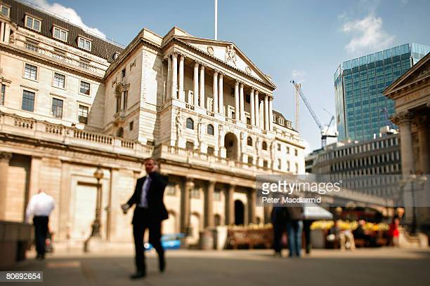 The Bank of England dominates Threadneedle Street on April 16 2008 in London England The United Kingdom's financial outlook still looks gloomy with...