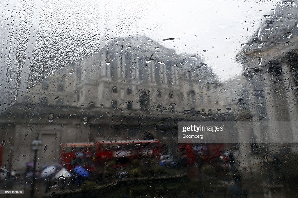 The Bank of England (BoE) is seen through a condensation-covered bus window in London, U.K., on Thursday, March 7, 2013. The pound dropped to its weakest level in more than 2 1/2 years versus the dollar before Bank of England policy makers announce their decision on whether they will add more stimulus to boost the U.K. economy. Photographer: Simon Dawson/Bloomberg via Getty Images