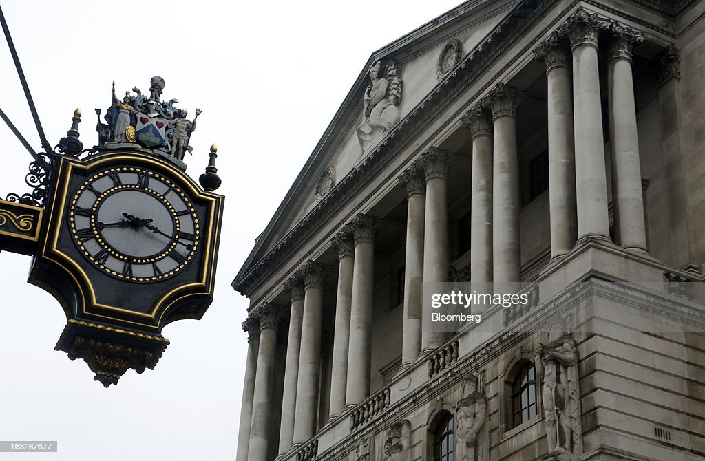 The Bank of England (BoE) stands in London, U.K., on Thursday, March 7, 2013. The pound dropped to its weakest level in more than 2 1/2 years versus the dollar before Bank of England policy makers announce their decision on whether they will add more stimulus to boost the U.K. economy. Photographer: Simon Dawson/Bloomberg via Getty Images