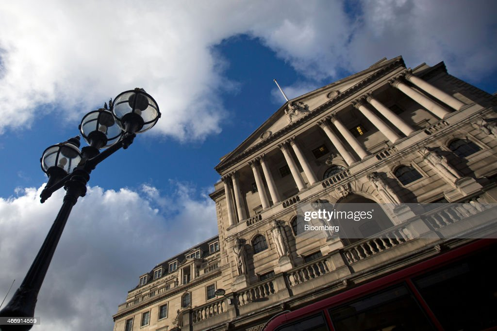 The Bank of England stands on Threadneedle Street in London, U.K., on Tuesday, Feb. 4, 2014. Between 2007 and 2011, policy makers in London lagged behind their American counterparts in cutting rates and adopting emergency policy measures in response to the financial crisis. Photographer: Simon Dawson/Bloomberg via Getty Images