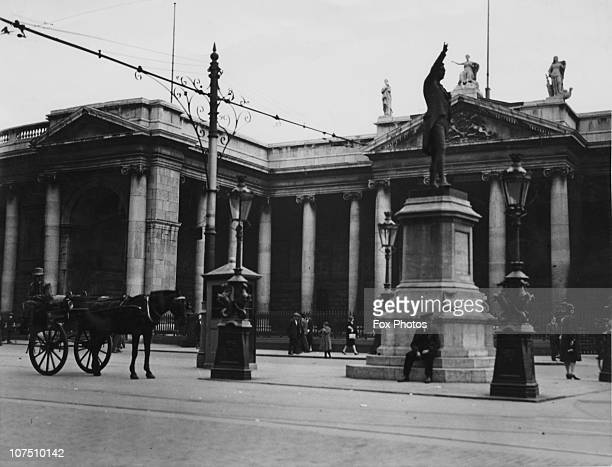 The Bank of Ireland College Green Dublin circa 1925 Begun in 1729 the building was the seat of the Irish parliament until 1800 On the right is a...