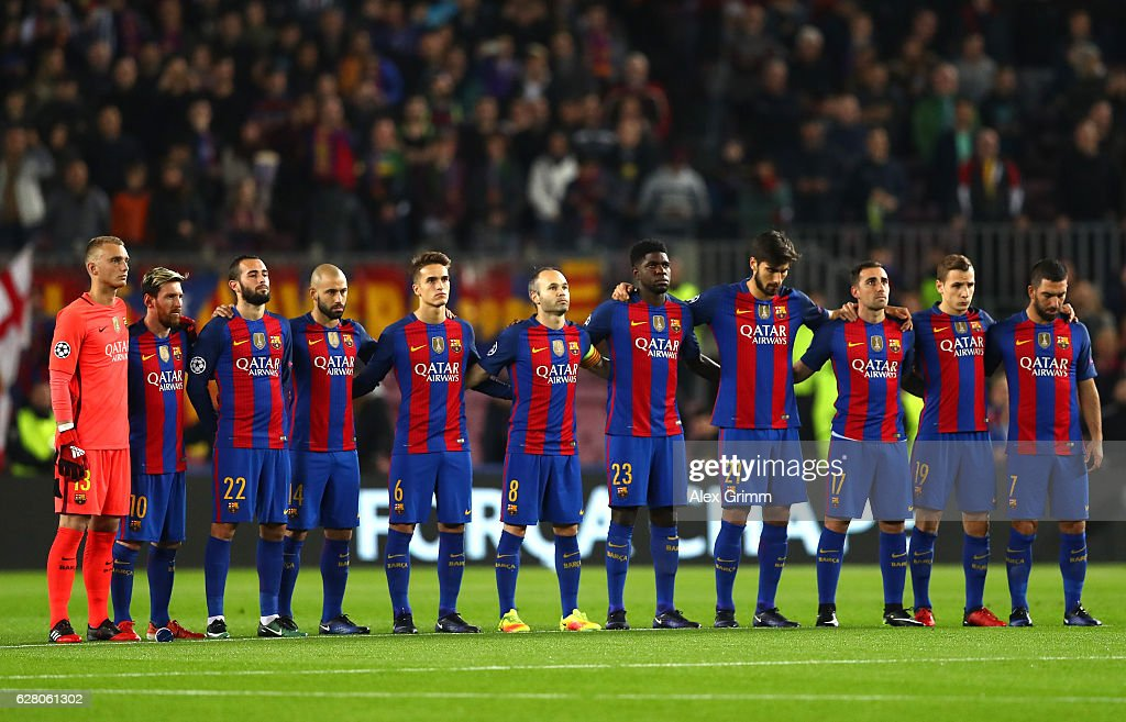 Hilo del FC Barcelona The-barcelona-players-observe-a-minutes-silence-for-the-victims-of-picture-id628061302