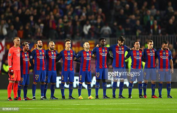 The Barcelona players observe a minutes silence for the victims of the plane crash involving the Brazilian club Chapecoense prior during the UEFA...
