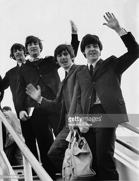 The BEATLES greeting the crowd at their departure to Los Angeles California