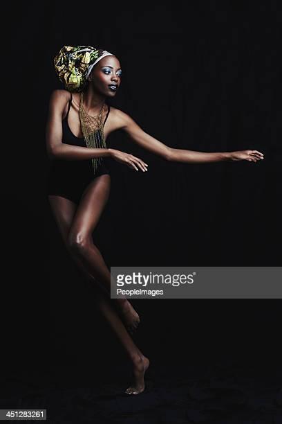 Die Schönheit von Afrika auf schwarzem Hintergrund