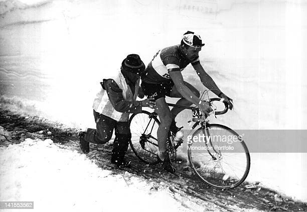 The Belgian cyclist Yvo Molenaers cycling in the snow during the 20th stage of the Giro d'Italia MadesimoStelvio Stelvio 3rd June 1965
