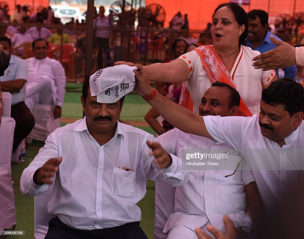 The BJP councillor Niraj Gupta removing AAP party cap from head of the AAP backed independent counsellor Rakesh Kumar at the special joint session of...