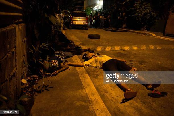 The bodies of alleged drug dealers lie on the road during a police antidrug operation in Manila on August 17 2017 Police in the Philippine capital...