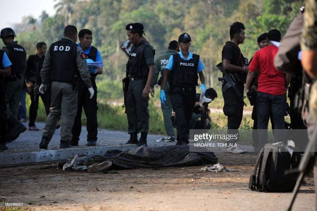The body of a Ranger lies on a road after he was killed in a roadside bomb attack by suspected separatist militants in Thailand's restive southern province of Narathiwat on March 28, 2013. Thailand opened its first formal peace talks with a rebel group from its insurgency-wracked south on March 28, as a fresh bombing killed three people in a stark reminder of the difficulties negotiators face. AFP PHOTO/Madaree TOHLALA