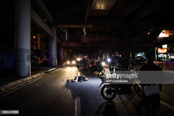 The body of an alleged drug dealer lies on the road after a police antidrug operation in Manila on August 17 2017 Police in the Philippine capital...