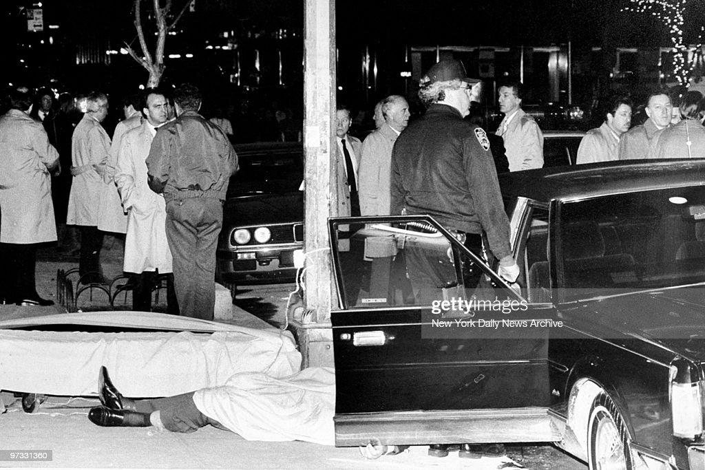 The body of gunned down Mafia boss Paul Castellano lies on 46th St outside Sparks Steak House