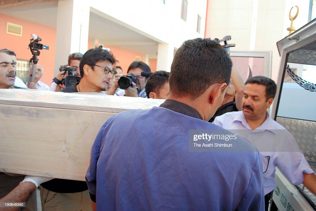 The body of the slain Japanese journalist Mika Yamamoto is carried by her colleague Kazutaka Sato from a hospital on August 23, 2012 in Killis, Turkey. Yamamoto was shot dead while reporting the fire exchange at Aleppo, Syria.