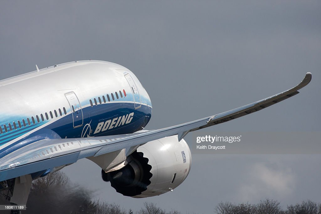 CONTENT] The Boeing 787 Dreamliner's wing flexing on take-off, just as it's designed to do.