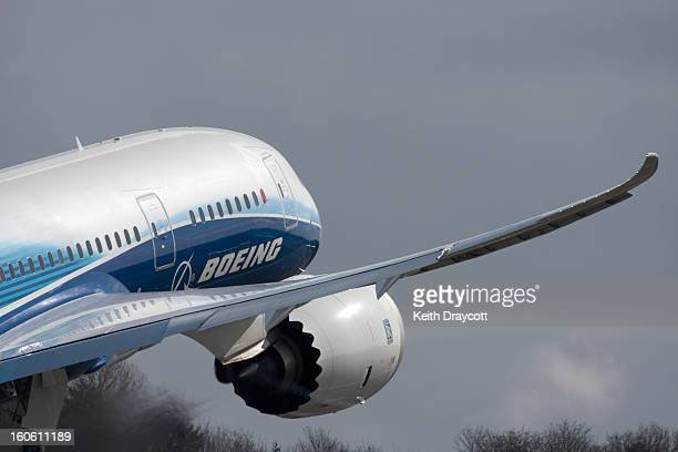 CONTENT] The Boeing 787 Dreamliner's wing flexing on takeoff just as it's designed to do