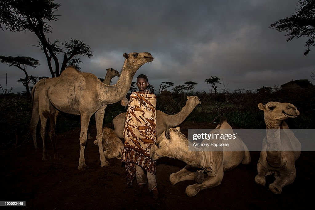 CONTENT] the Borana people are the oldest of the group Oromo, living on the border between Ethiopia and Kenya. They are semi-nomadic herders, The Borana women wear a head scarf colorful coverings and beautiful necklaces. move with their herds of camels and cows, between the Juba River basin and the land of Konso. They live in huts made of wattle held together by clay and mud. Small domes are easily removed to be transported over long transhumance. The Borana extract salt, essential for feeding their cattle, small crater lakes (El Sod).