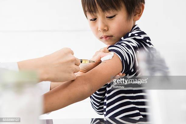 The boy who receives vaccination