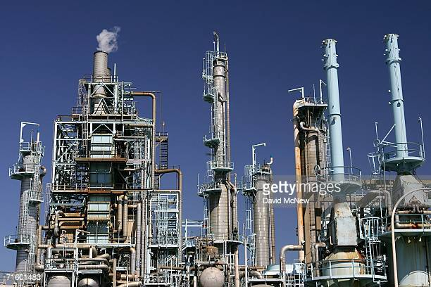 The BP West Coast Products LLC Carson oil refinery on August 7 2006 in Carson California BP Global is shutting down its Prudhoe Bay oil field...