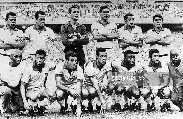 The Brazilian national soccer team poses before a friendly soccer match against Atletico Madrid 21 June 1966 at Santagio Bernabeu stadium in Madrid...