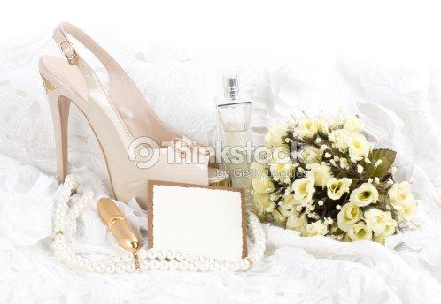 Die Bridal Schuh Blumen Und Hochzeit Ringe Stock Foto Thinkstock