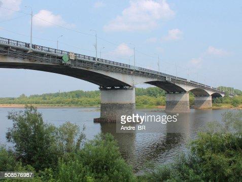 Die Brücke über den Fluss. : Stock-Foto
