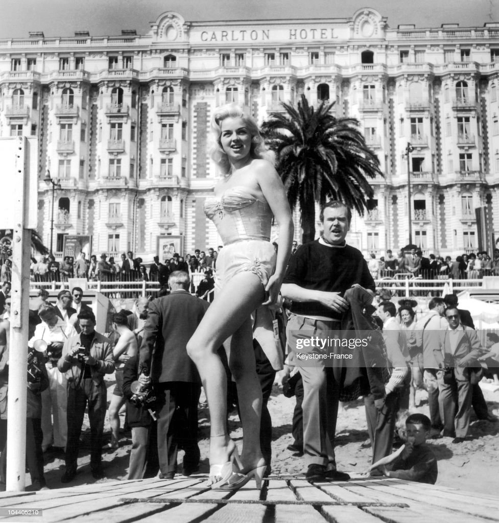 The British actress Diana DORS wearing a bikini showed off her body to reporters in front of the Carlton Hotel on the beach of the Croisette in Cannes