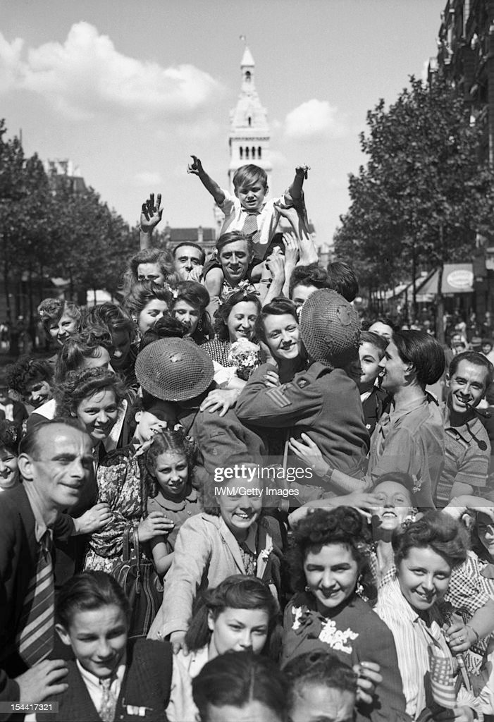 The British Army In North-West Europe 1944-45, Cheering crowds greet British troops in Paris, 26 August 1944.