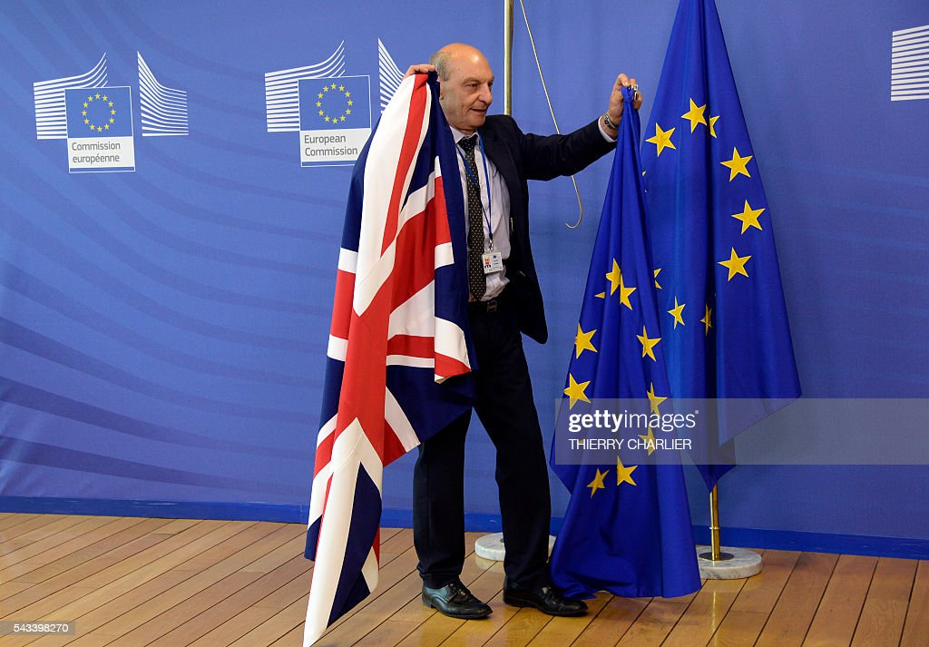 The British flag is being replaced by the European Union flag following the visit of British Prime Minister David Cameron at the European Union Commission headquarters in Brussels on June 28, 2016. / AFP / THIERRY