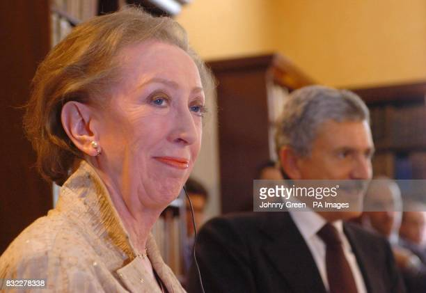 The British Foreign Secretary Margaret Beckett and her Italian counterpart Massimo D'Alema hold a joint press conference at Mrs Beckett's government...