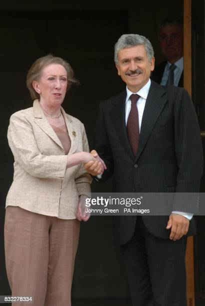 The British Foreign Secretary Margaret Beckett greets her Italian counterpart Massimo D'Alema on the steps of her government residence Chevening...