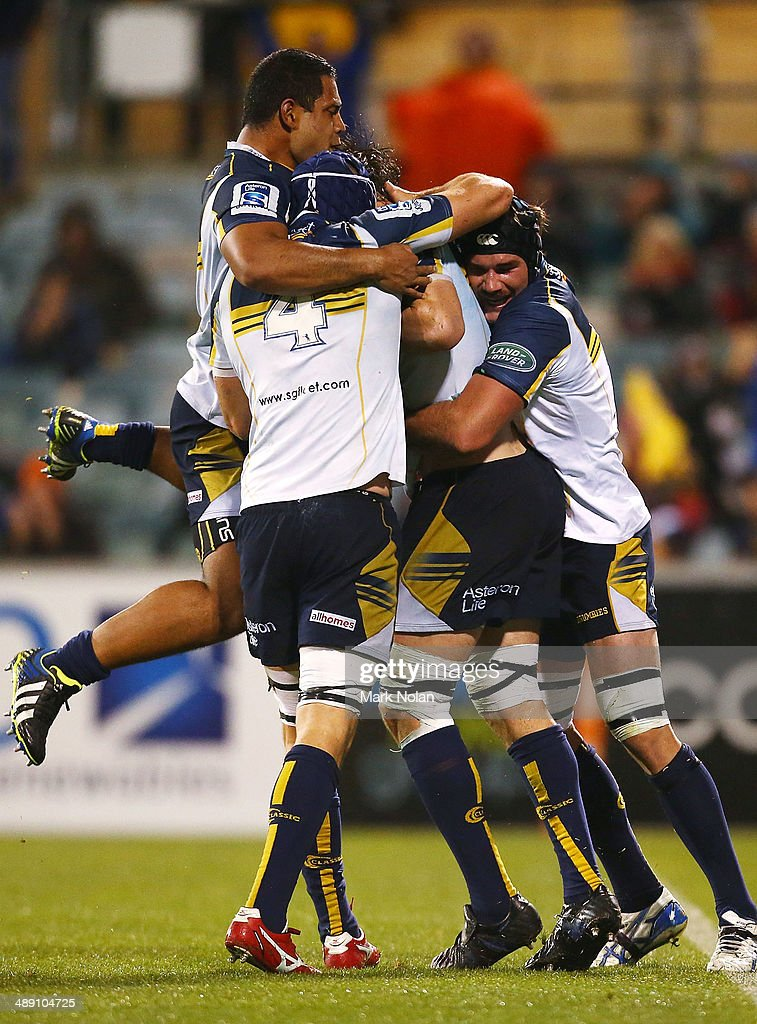 The Brumbies celebrate a try by <a gi-track='captionPersonalityLinkClicked' href=/galleries/search?phrase=Sam+Carter+-+Rugby+Player&family=editorial&specificpeople=13506926 ng-click='$event.stopPropagation()'>Sam Carter</a> during the round 13 Super Rugby match between the Brumbies and the Sharks at Canberra Stadium on May 10, 2014 in Canberra, Australia.