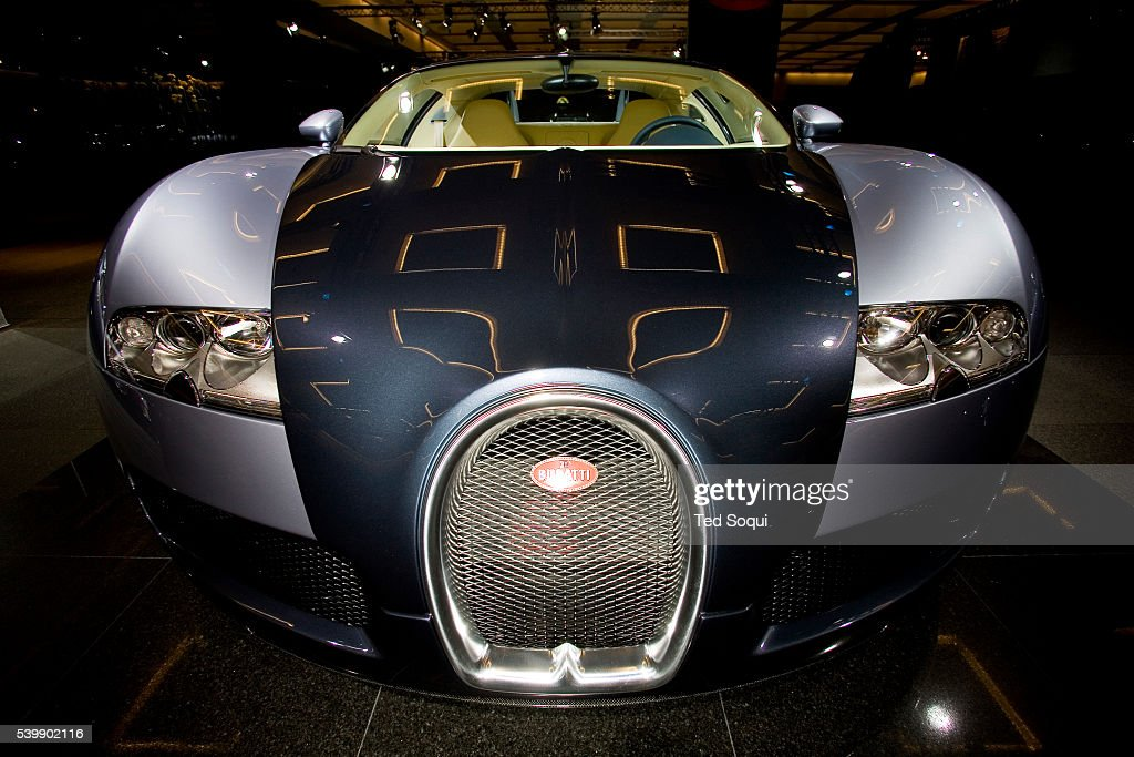 the bugatti veyron with a 1 million dollar price tag and 1001 pictures g. Black Bedroom Furniture Sets. Home Design Ideas