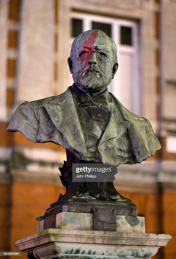 The bust of SIr Henry Tate is painted by members of the public during a gathering to pay tribute to <a gi-track='captionPersonalityLinkClicked' href=/galleries/search?phrase=David+Bowie&family=editorial&specificpeople=171314 ng-click='$event.stopPropagation()'>David Bowie</a> in Brixton on January 11, 2016 in London, England. British music and fashion icon <a gi-track='captionPersonalityLinkClicked' href=/galleries/search?phrase=David+Bowie&family=editorial&specificpeople=171314 ng-click='$event.stopPropagation()'>David Bowie</a> died earlier today at the age of 69 after a battle with cancer. on January 11, 2016 in London, England.