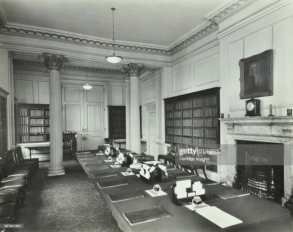 the cabinet room at number 10 downing street london 1927 interior pictures getty images. Black Bedroom Furniture Sets. Home Design Ideas