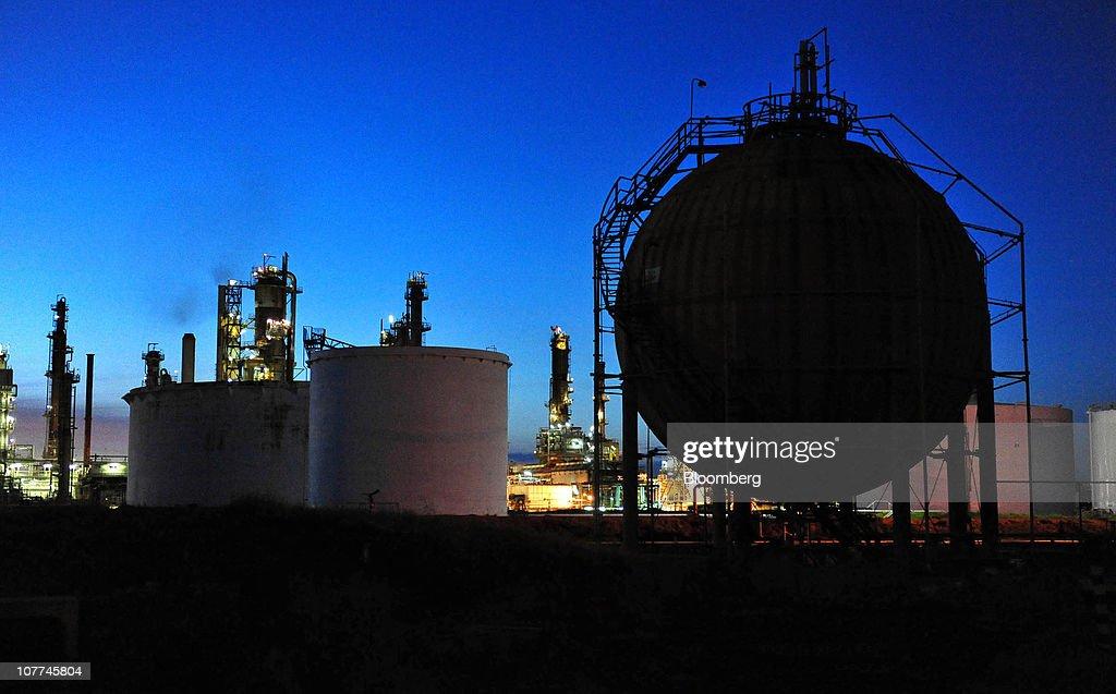 The Caltex Australia Ltd. Lytton refinery is illuminated at night, in Brisbane, Australia, on Tuesday, Dec. 21, 2010. Caltex Australia is the nation's biggest oil refiner. Photographer: Eric Taylor/Bloomberg via Getty Images