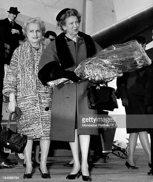 The Canadian businesswoman Elizabeth Arden posing with a bouquet of flowers in hand March 1962
