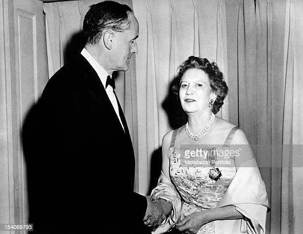 The Canadian businesswoman Elizabeth Arden received by the Italian ambassador in Washington Manlio Brosio the decoration of the Star of Solidarity...