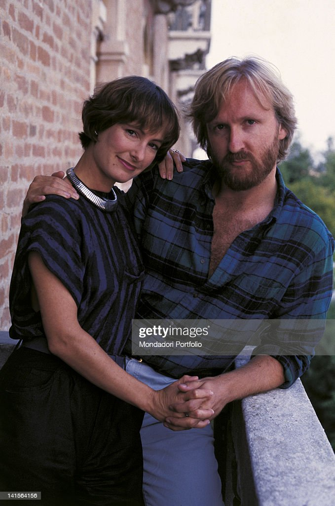 The Canadian director and screenwriter <a gi-track='captionPersonalityLinkClicked' href=/galleries/search?phrase=James+Cameron&family=editorial&specificpeople=206399 ng-click='$event.stopPropagation()'>James Cameron</a> embracing his wife <a gi-track='captionPersonalityLinkClicked' href=/galleries/search?phrase=Gale+Anne+Hurd&family=editorial&specificpeople=228412 ng-click='$event.stopPropagation()'>Gale Anne Hurd</a>, the American film producer. 1986