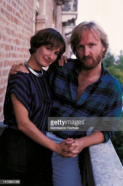 The Canadian director and screenwriter James Cameron embracing his wife Gale Anne Hurd the American film producer 1986